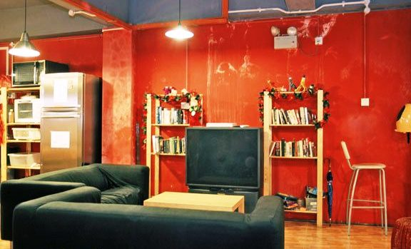 InnCrowd Hostel Singapore's lounge
